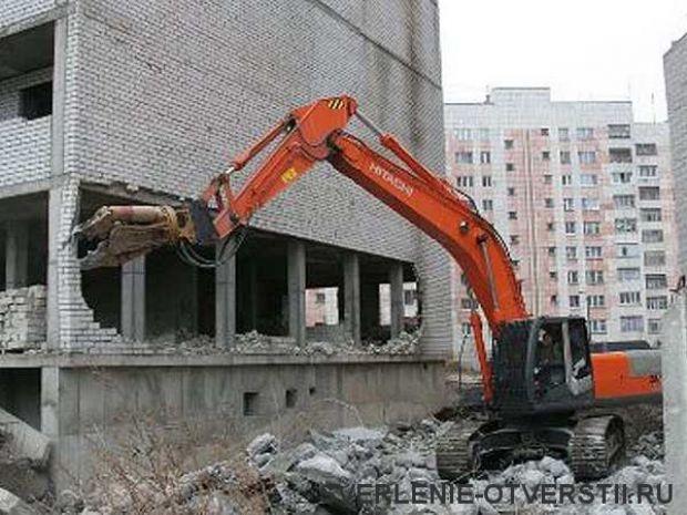Демонтаж старых сантехнических труб